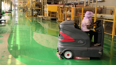 收米体育直播雨燕丰林木业使用智慧型洗地车清洗车间污渍木屑