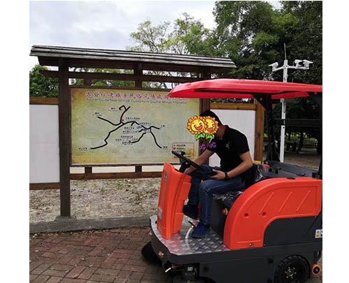 驾驶电动扫地车畅游柳州柳城稻花飘香乡村旅游景点