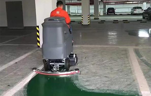 驾驶式扫地车如何正确使用