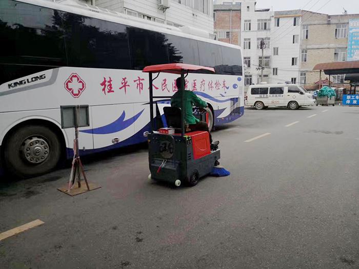桂平小型扫地车